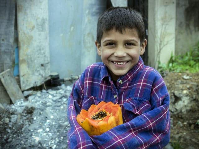 Un niño pobre en Monterrey, Nuevo León, que se beneficia de una donación de alimentos.